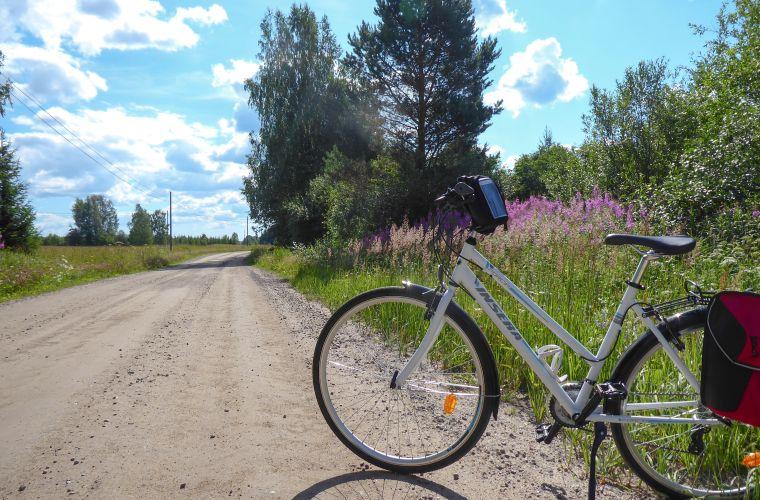 Maaseudun hiekkateillä on rauhallisinta pyöräillä