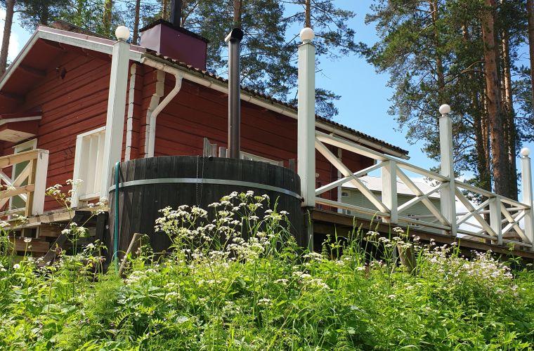 BB Hiitolanjoen sauna jokirannassa rajan tuntumassa